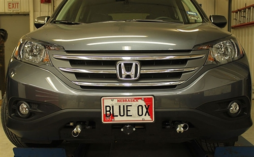 Does this Blue Ox Base Plate come with the connection pins for attaching to a tow bar ?